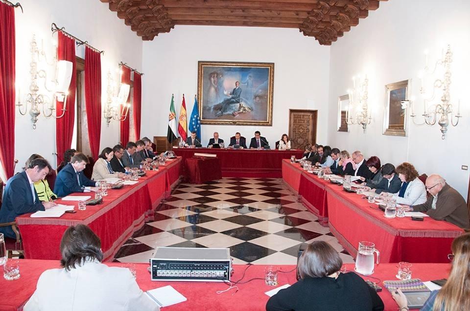 La Diputación de Cáceres aprueba un convenio para la gestión del Centro Europeo de Empresas e Innovación