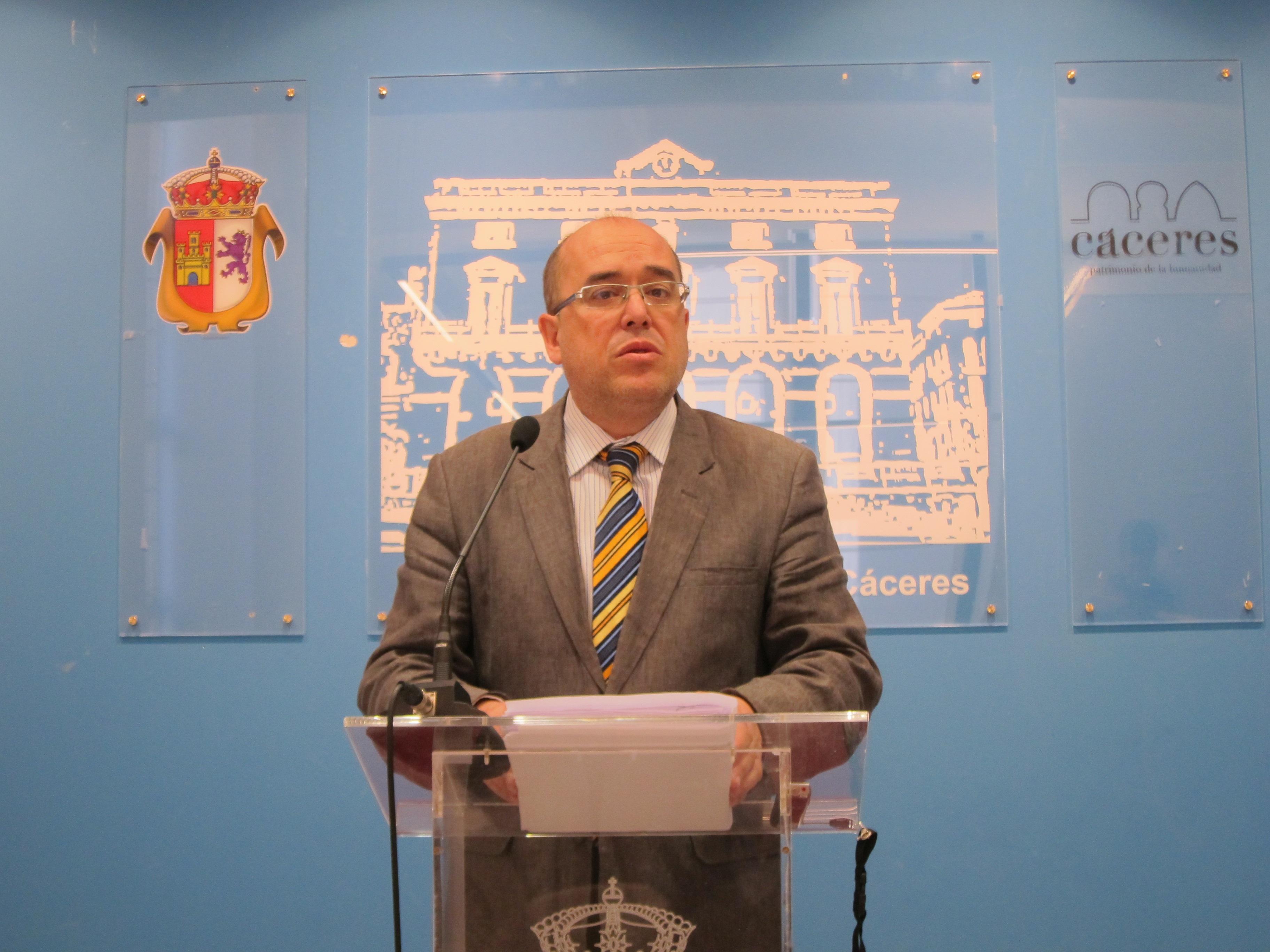 El Gobierno local de Cáceres mantiene que la pista de hielo no necesitaba licencia de apertura por ser «provisional»