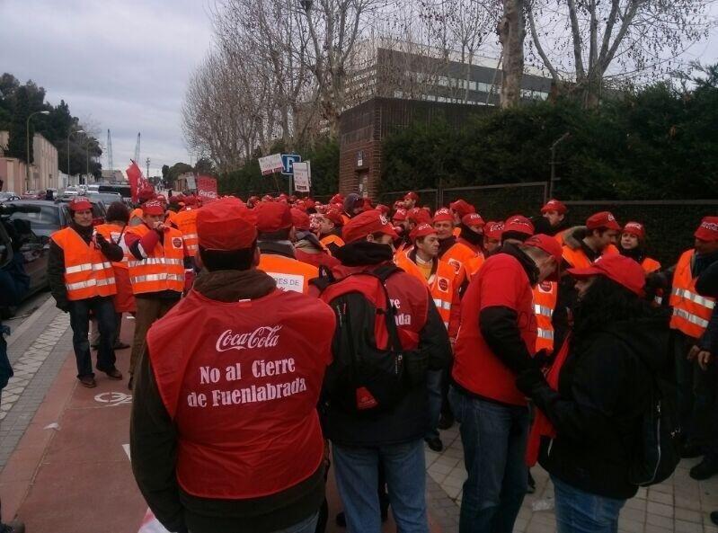 Madrid hará llegar a Coca Cola sus deseos de que los derechos de trabajadores de Fuenlabrada sean respetados