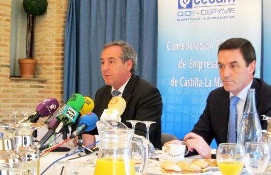 Nicolás (CECAM) responde a Gil que las empresas de C-LM no están en condiciones de empezar a subir salarios