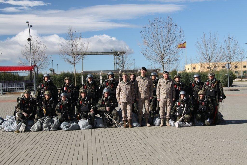 El Príncipe pasa su 46 cumpleaños «muy bien acompañado» visitando la Brigada Paracaidista en Paracuellos (Madrid)
