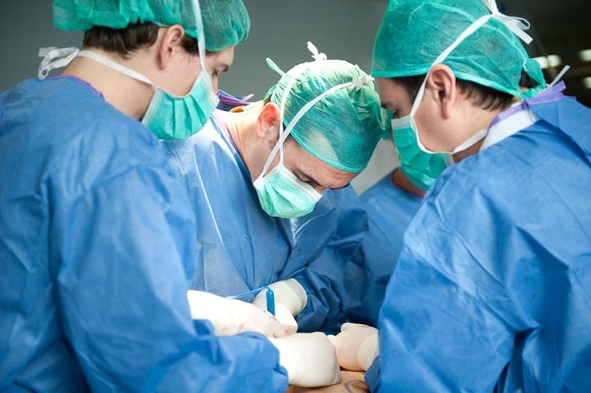 Reconstruyen una mama con cáncer en una operación mínimamente invasiva