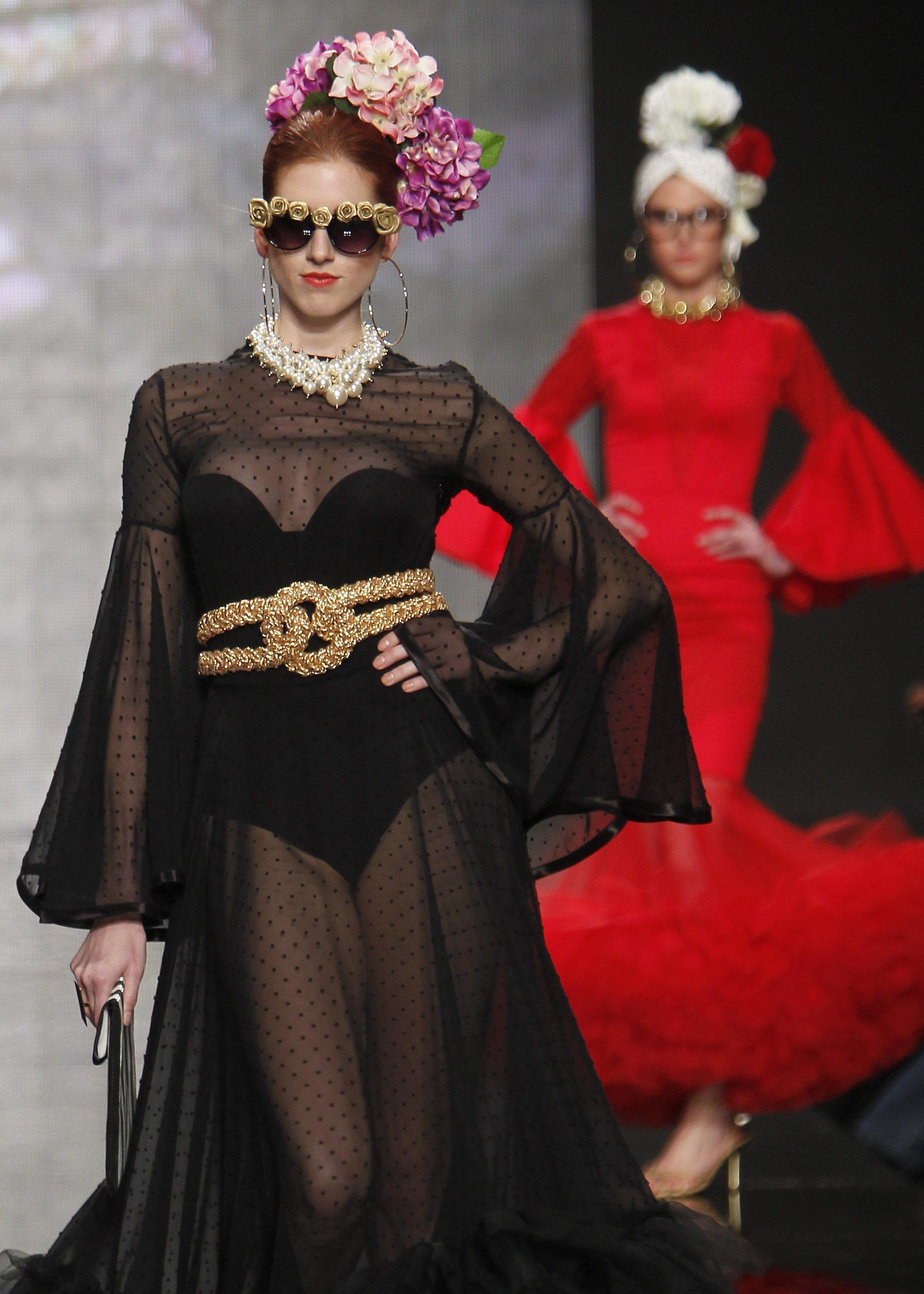 Alex de la Huerta gana el certamen de diseñadores noveles de moda flamenca
