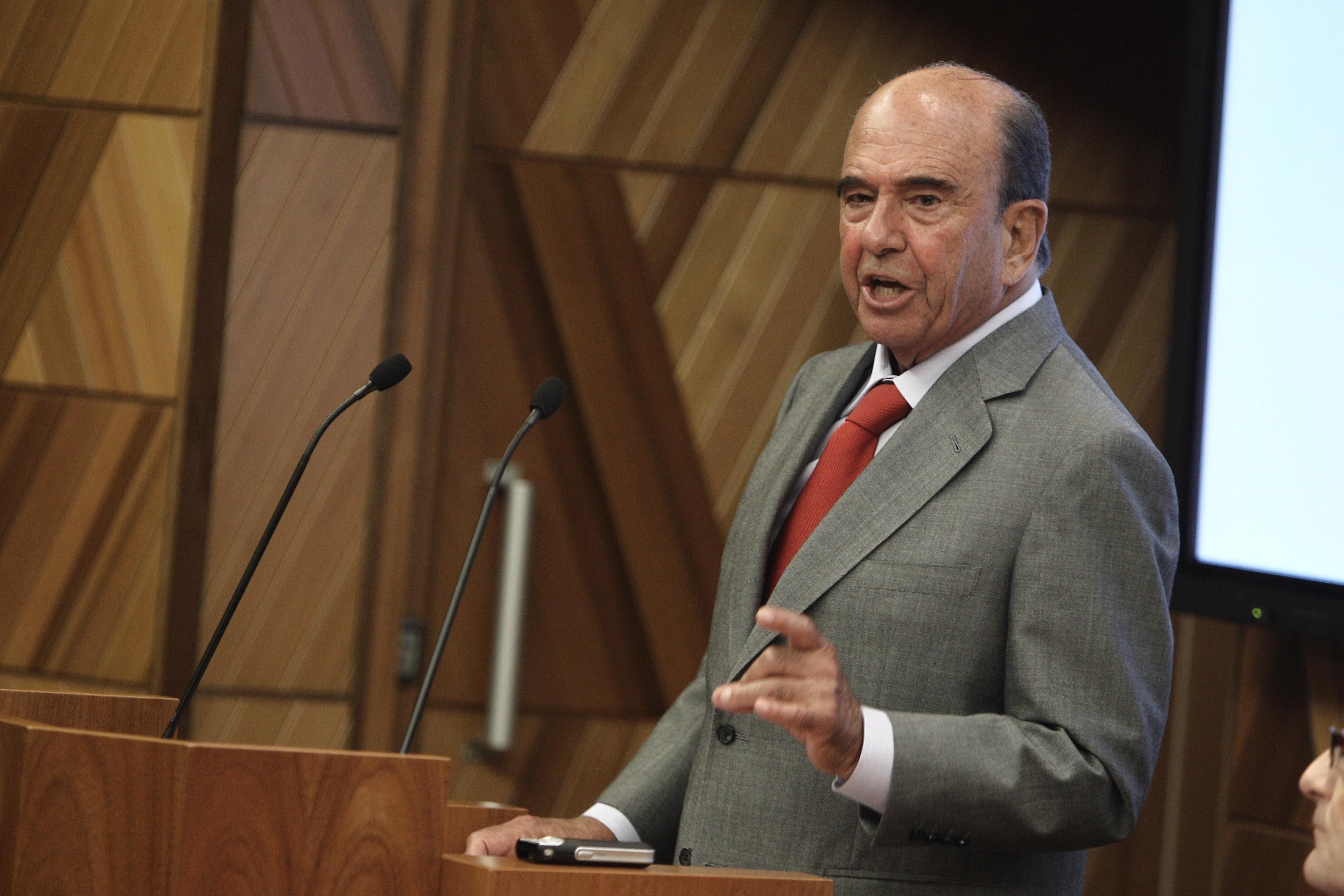 El Santander gana 4.370 millones en 2013, un 90% más