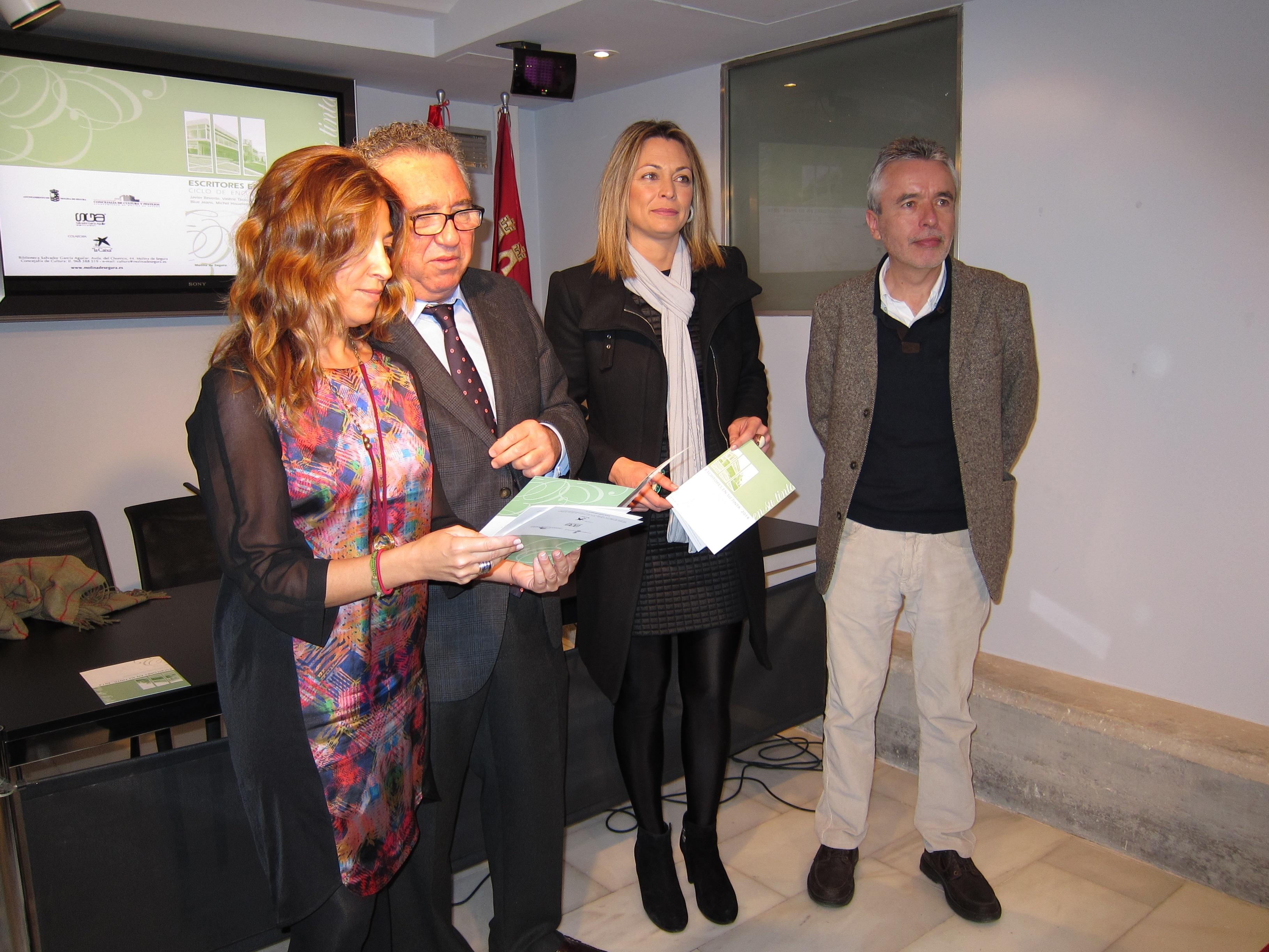 La VIII edición del ciclo »Escritores en su tinta» traerá este año a Javier Reverte, Megan Maxwell y Michel Houellebecq