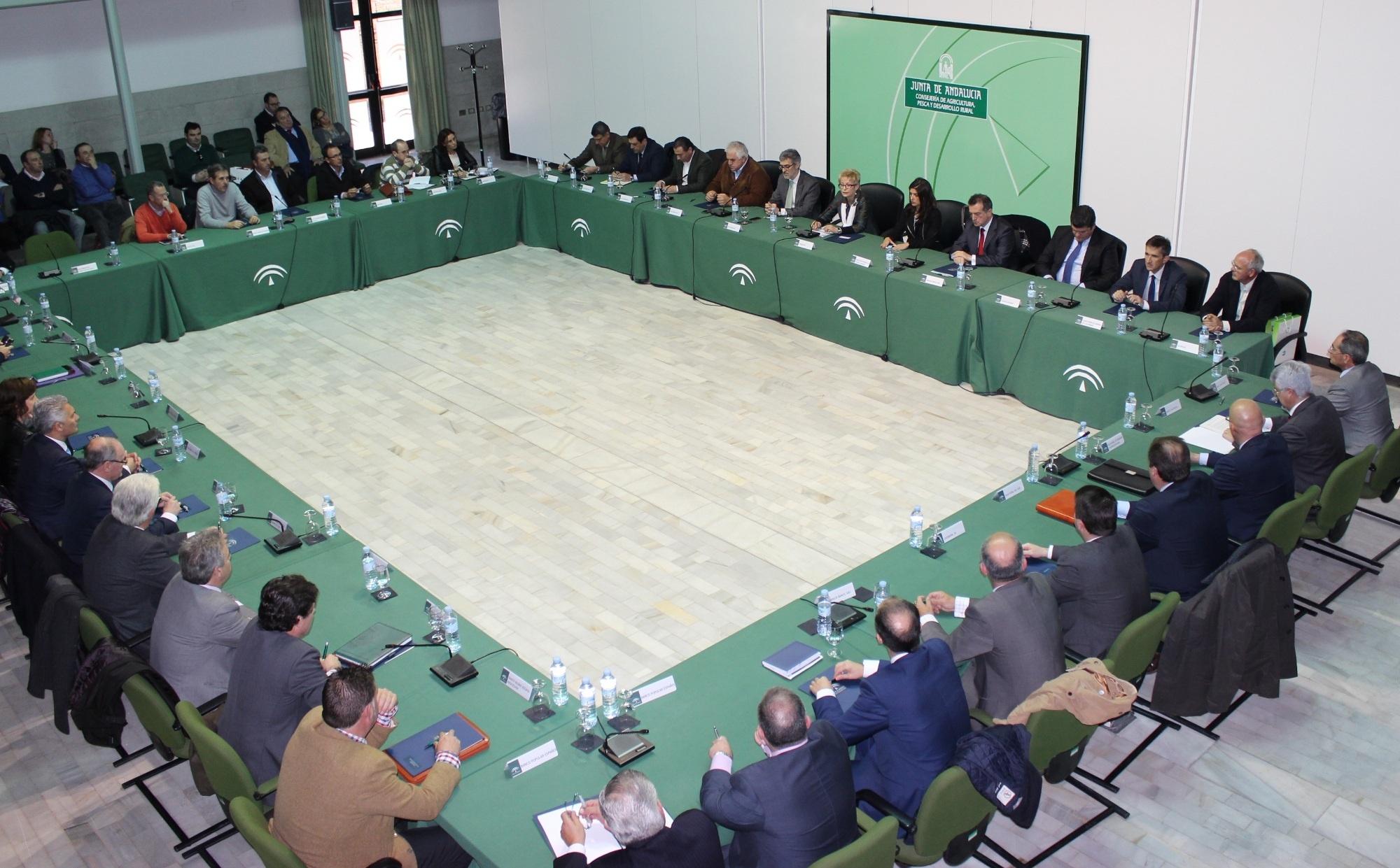 Víboras firma un convenio con entidades financieras para facilitar la primera instalación de jóvenes agricultores