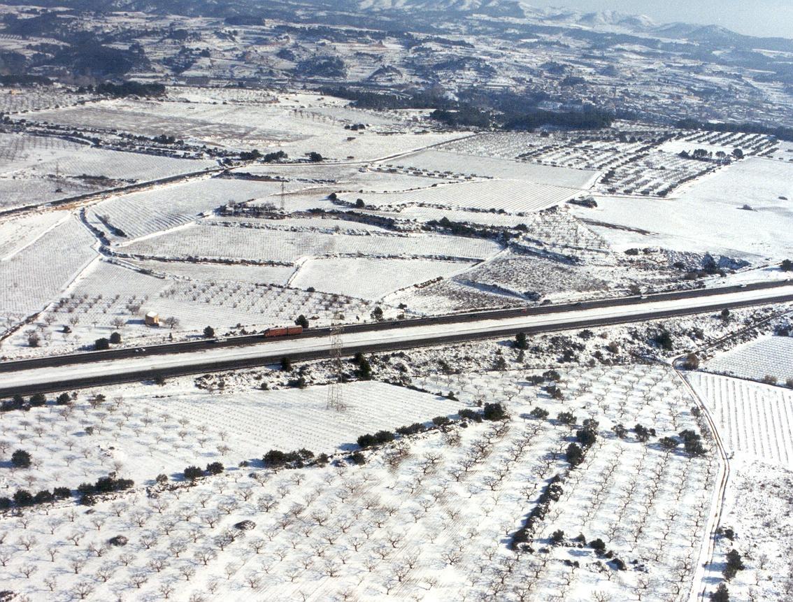 Cuatro carreteras catalanas cortadas por la nieve