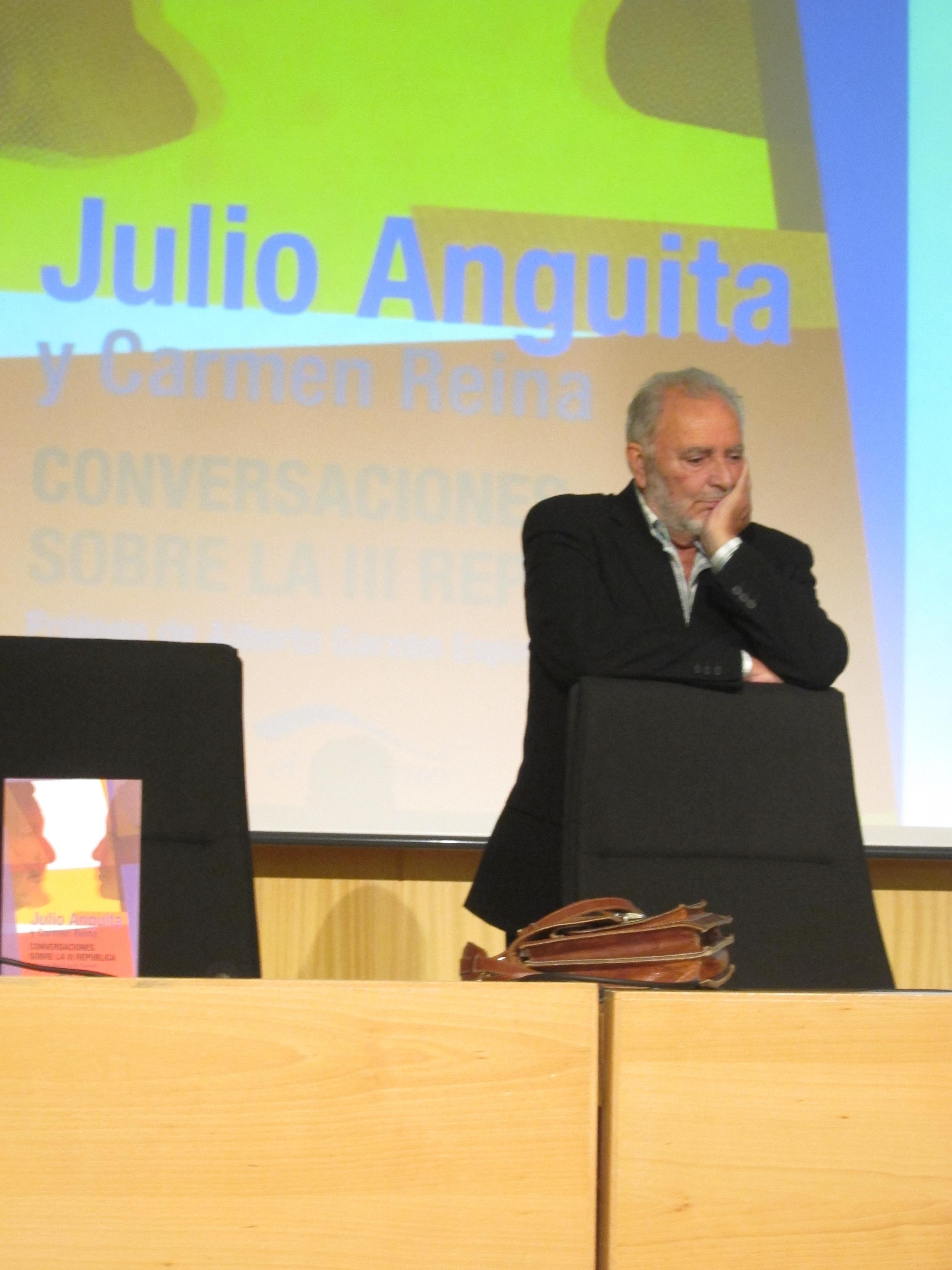 El juez admite a la entidad promovida por Anguita como acusación popular
