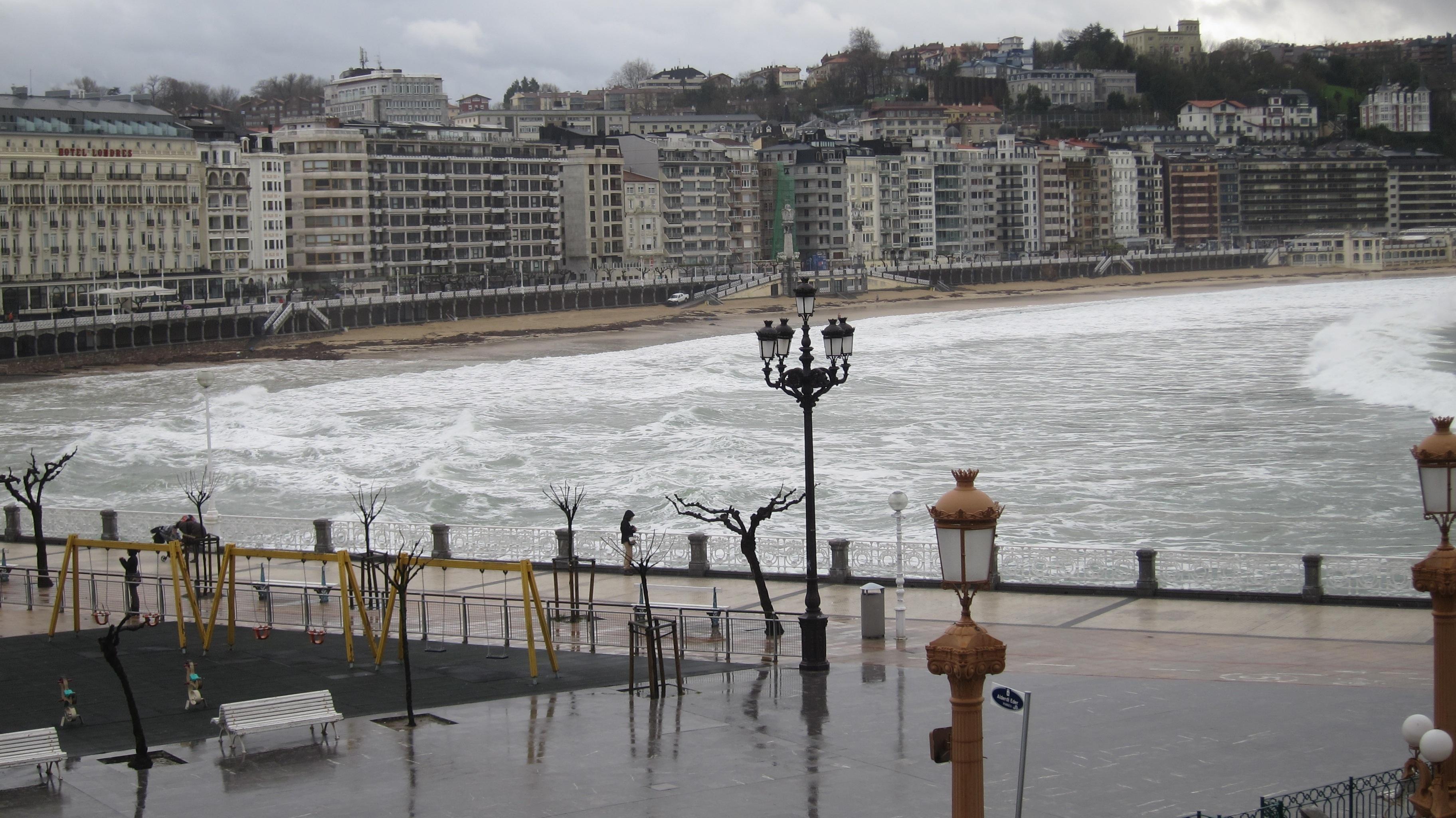 Una veintena de provincias están en alerta por viento, nevadas, y oleaje