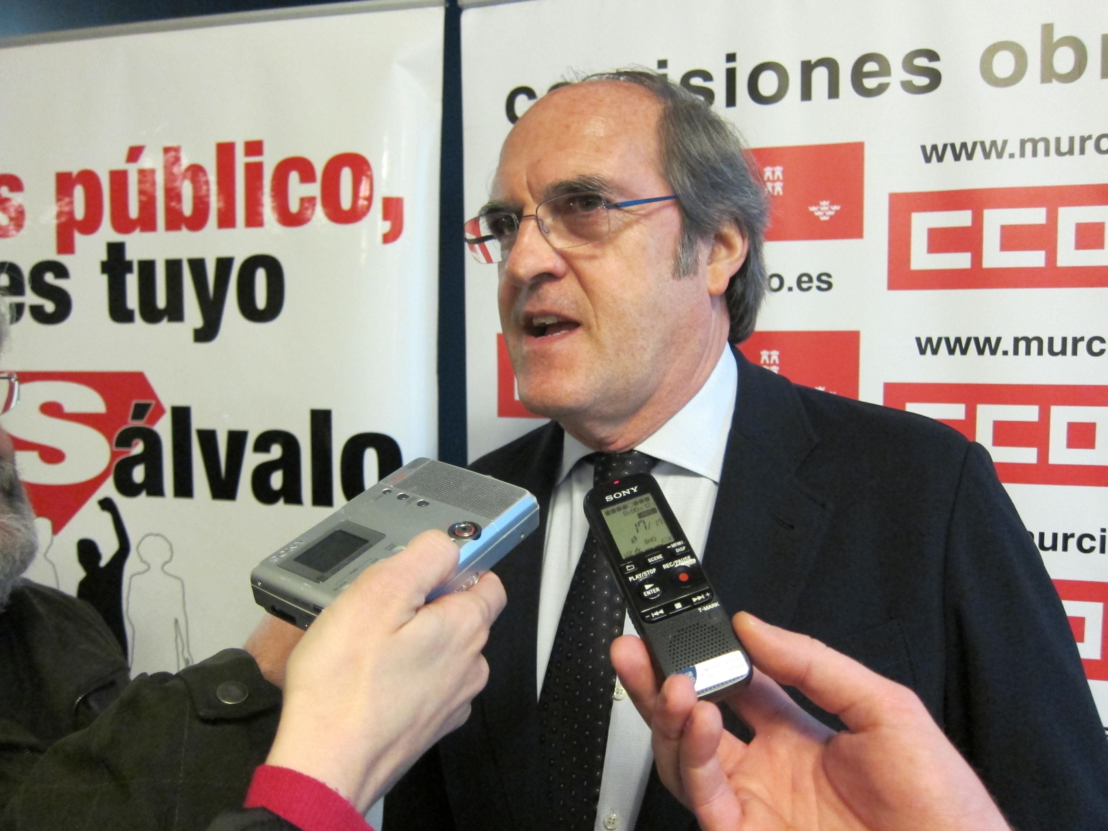 El ex mininistro Gabilondo afirma que lo público garantiza «la igualdad y equidad» frente a la «inequidad» de lo privado