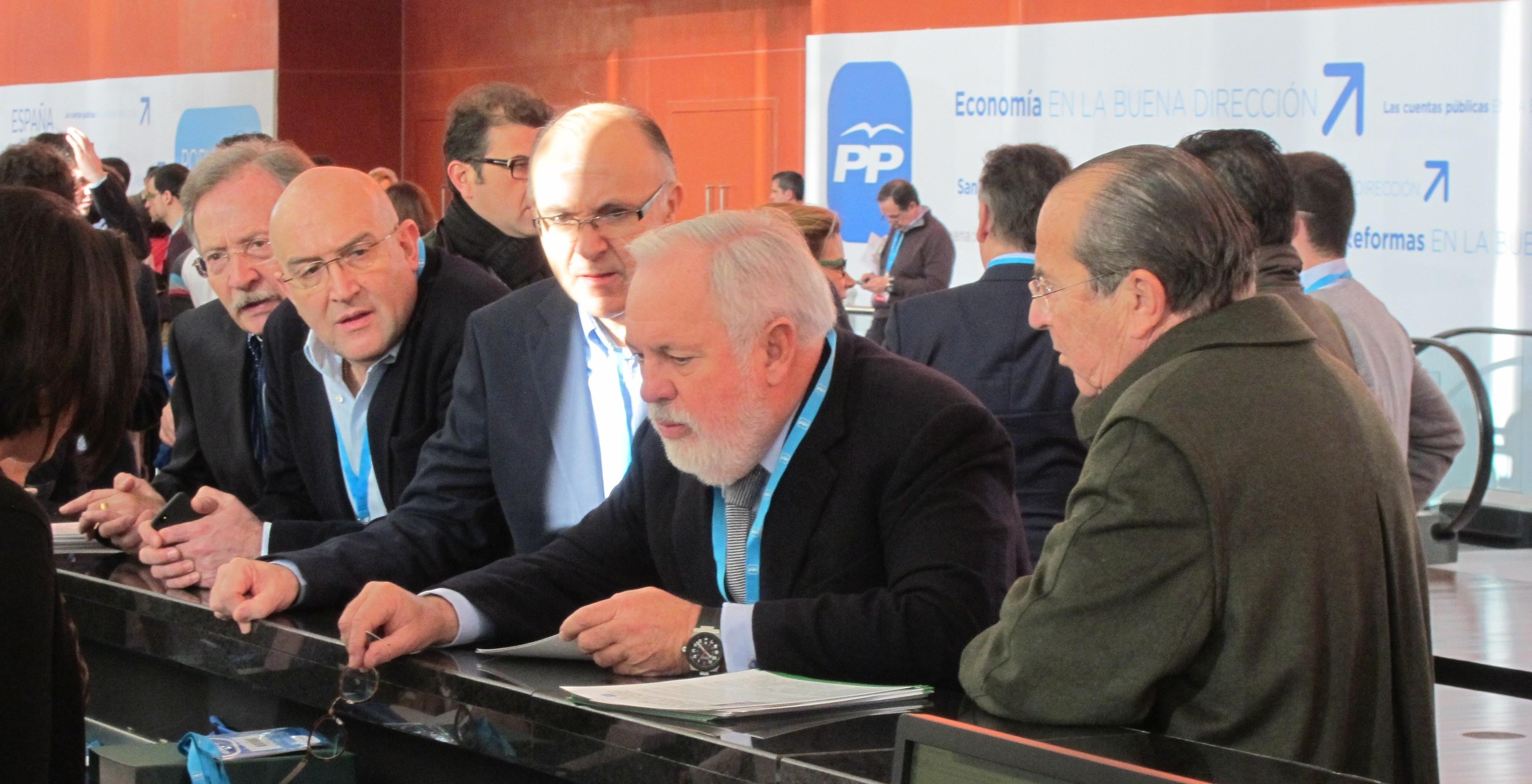Cañete y Valcárcel reiteran su disposición para encabezar la lista europea aunque desconocen cuál será la decisión