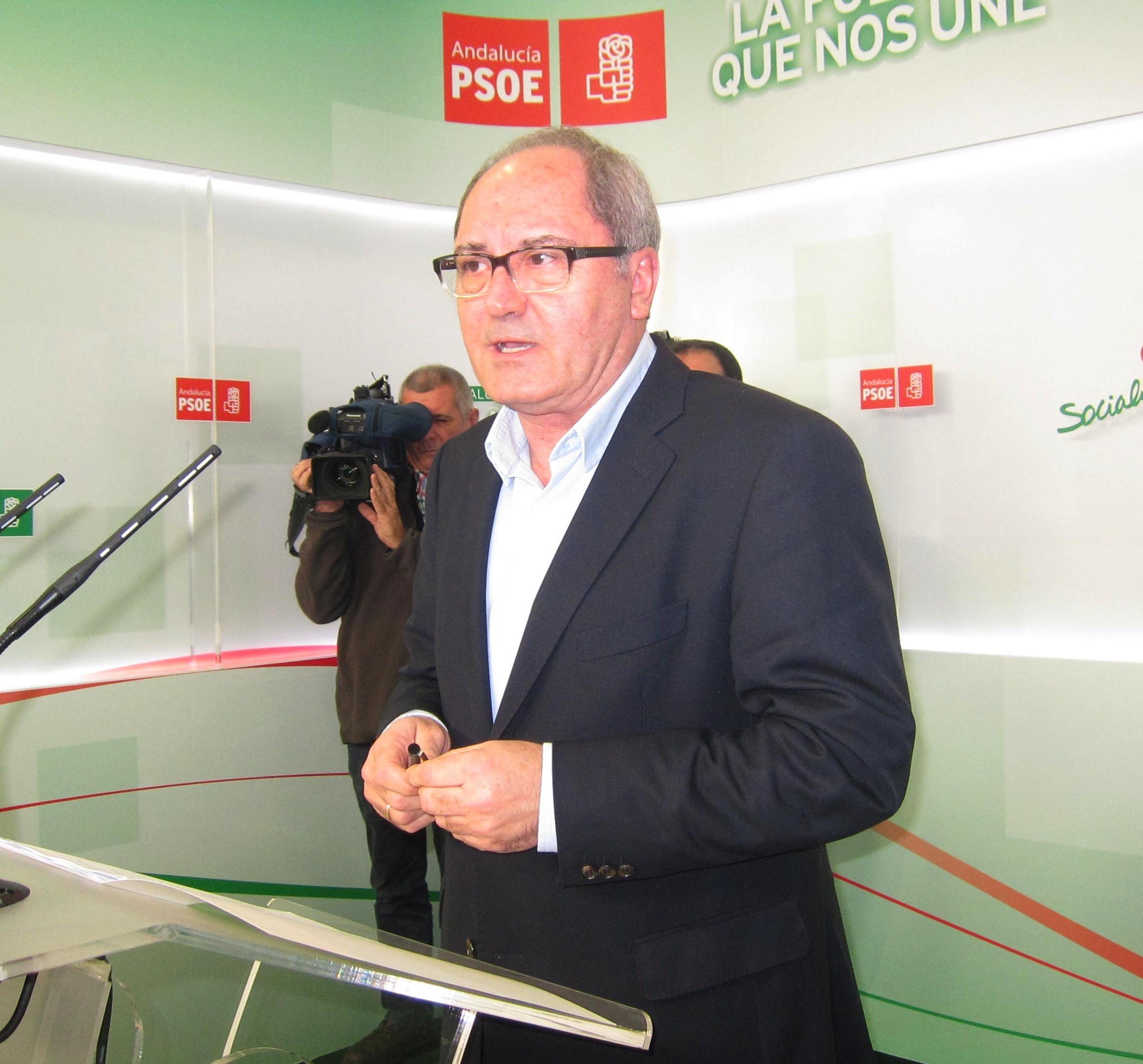 Cornejo (PSOE-A) lamenta que «la huida» de Zoido «venga acompañada de un reguero de mentiras para tapar su incapacidad»
