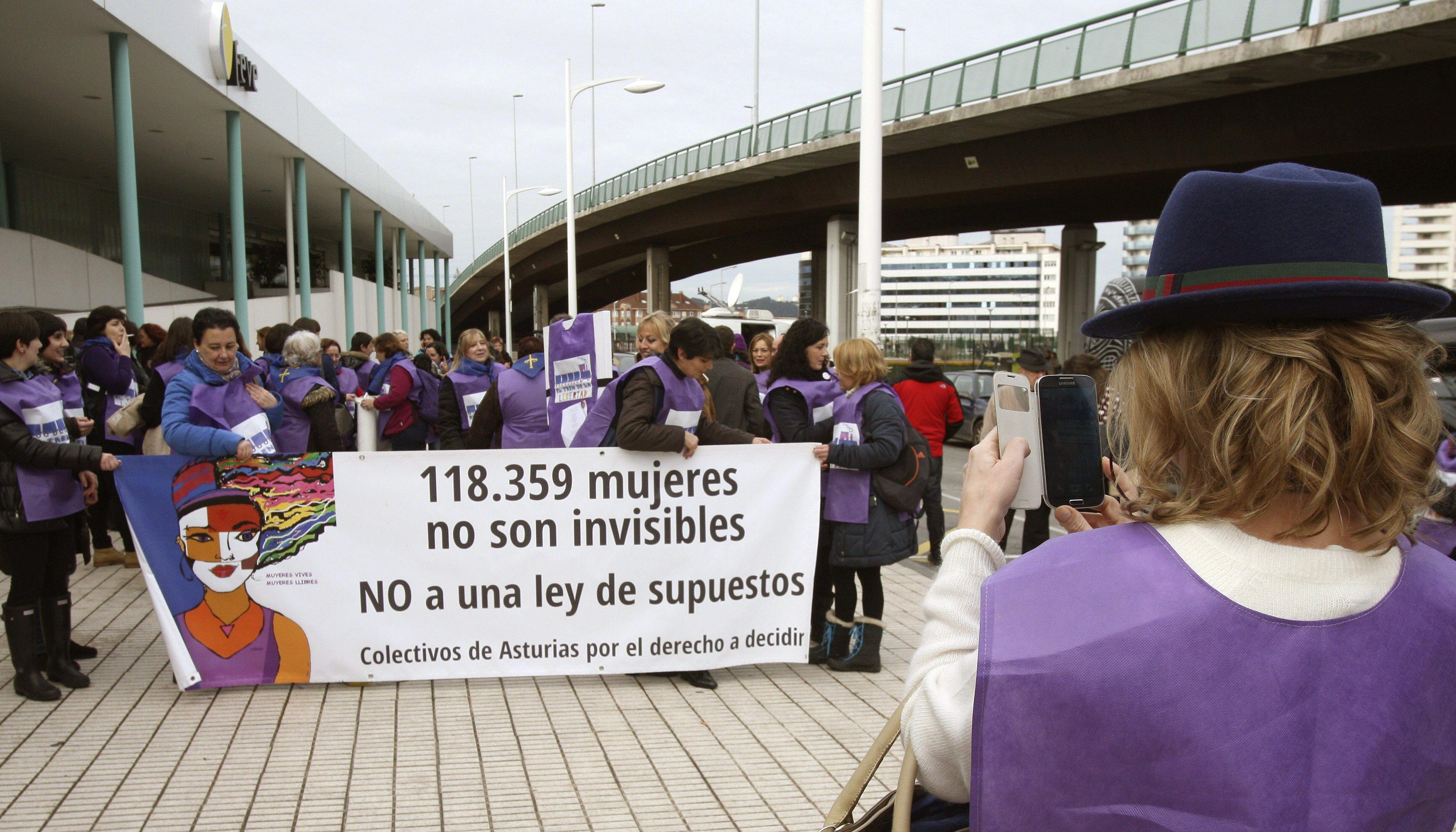 Miles de mujeres protestan en Madrid contra la reforma de la ley del aborto