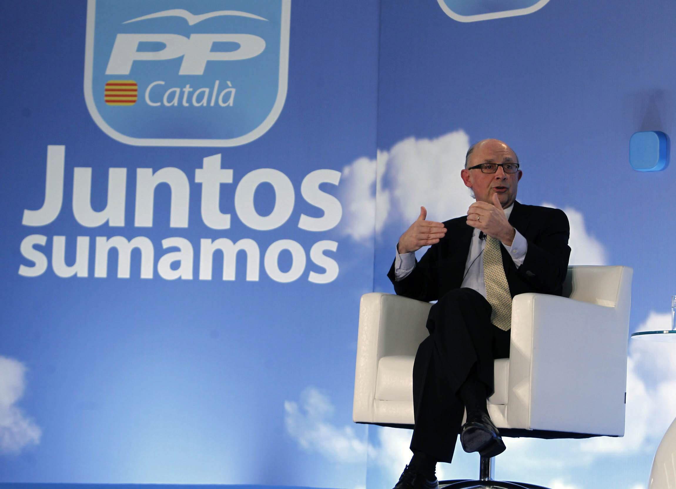 Cristóbal Montoro, «el ministro más querido por los españoles», afirma que el IVA se va a quedar donde está