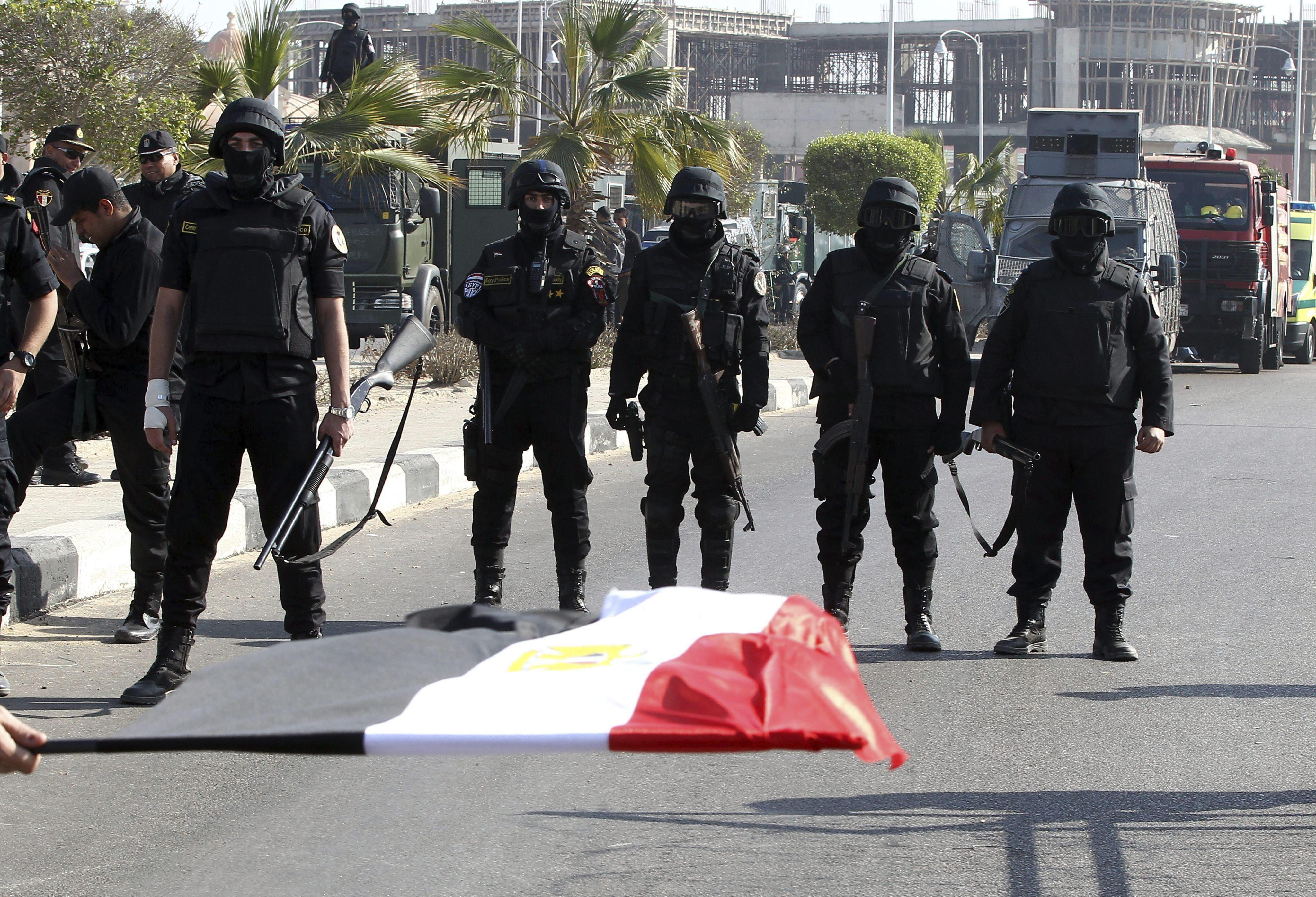 Absuelven a 61 islamistas y a un cámara de Al Yazira acusados de violencia