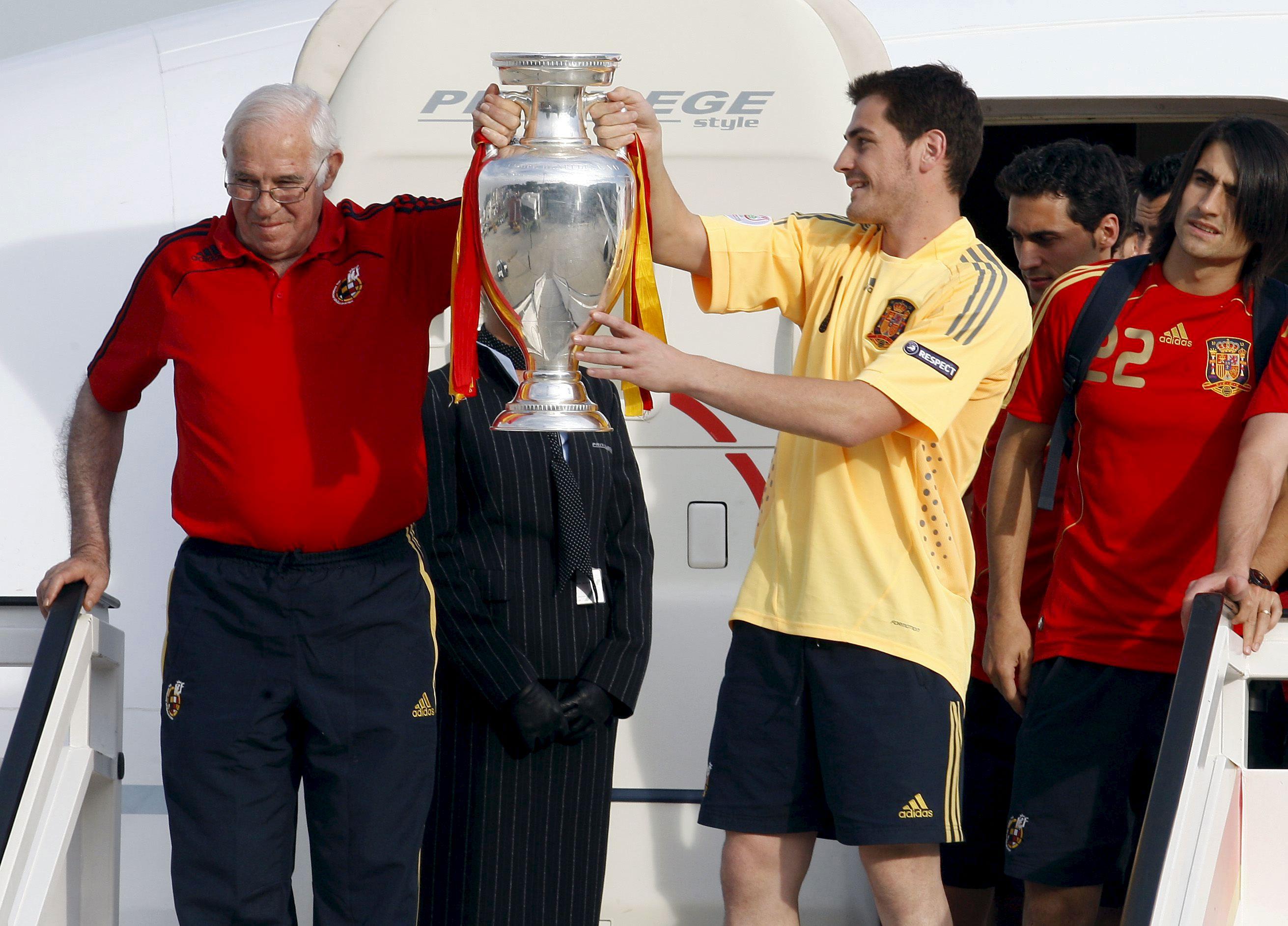 Casillas se despide de Aragonés: «Siempre serás el Abuelo entrañable de la selección»
