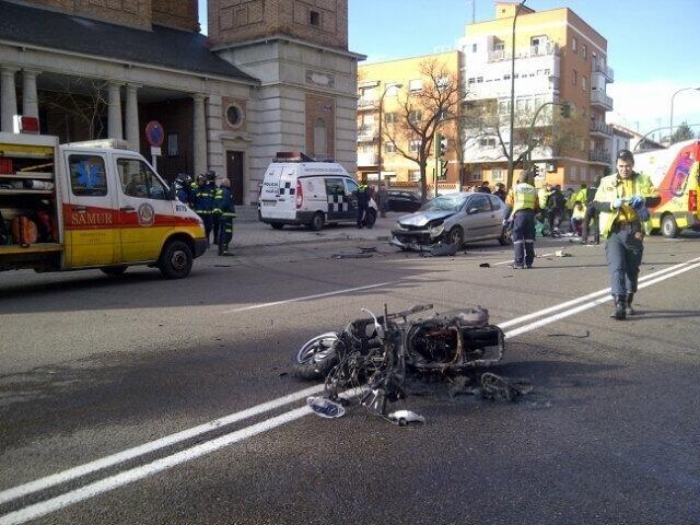 Herido muy grave un motorista de 27 años, tras colisionar con un turismo en la avenida Ramón y Cajal