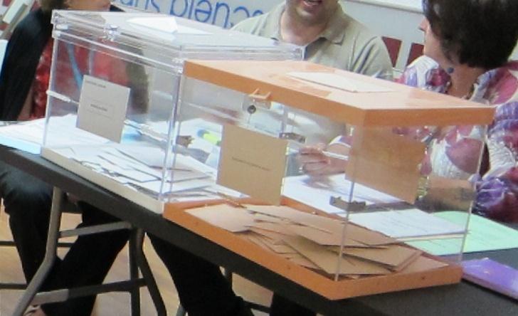 IU podría decidir el próximo gobierno extremeño entre un PP que mantiene apoyos y un PSOE que perdería varios escaños