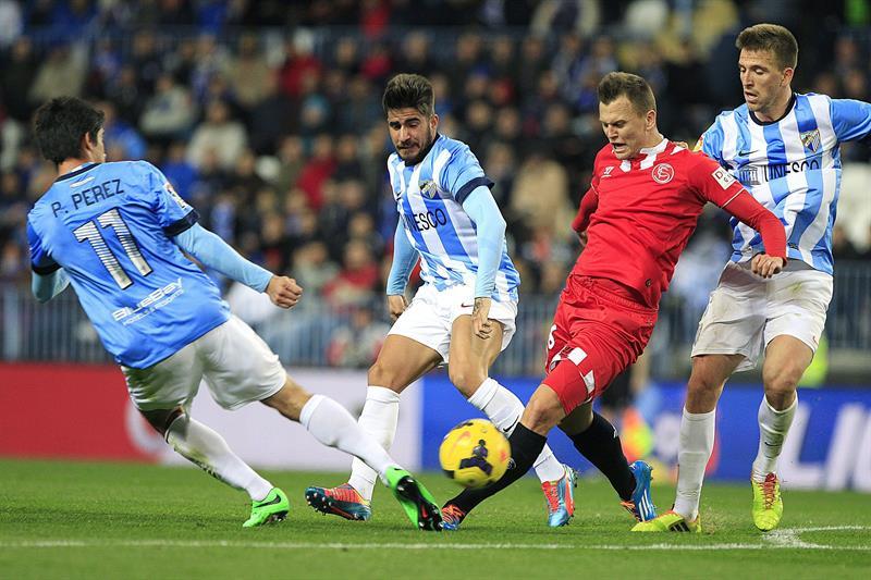 El Málaga vence al Sevilla pese a los goles de Bacca y Fazio
