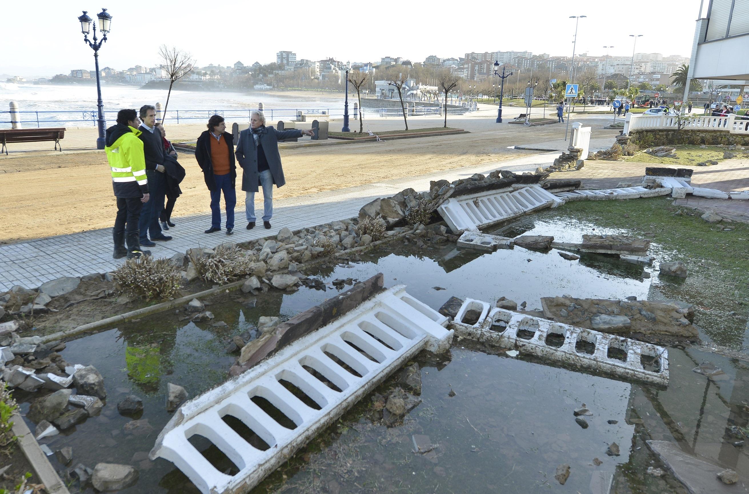 Olas de hasta 10 metros causan numerosos destrozos en mobiliario urbano, garajes, locales y urbanizaciones de Santander