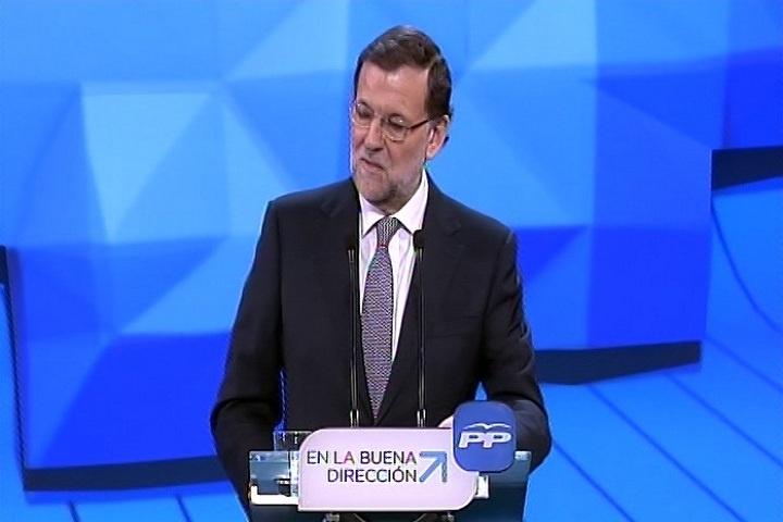 Rajoy dice a las víctimas que trabaja por la «disolución incondicional» de ETA y que «ése es el mejor homenaje»