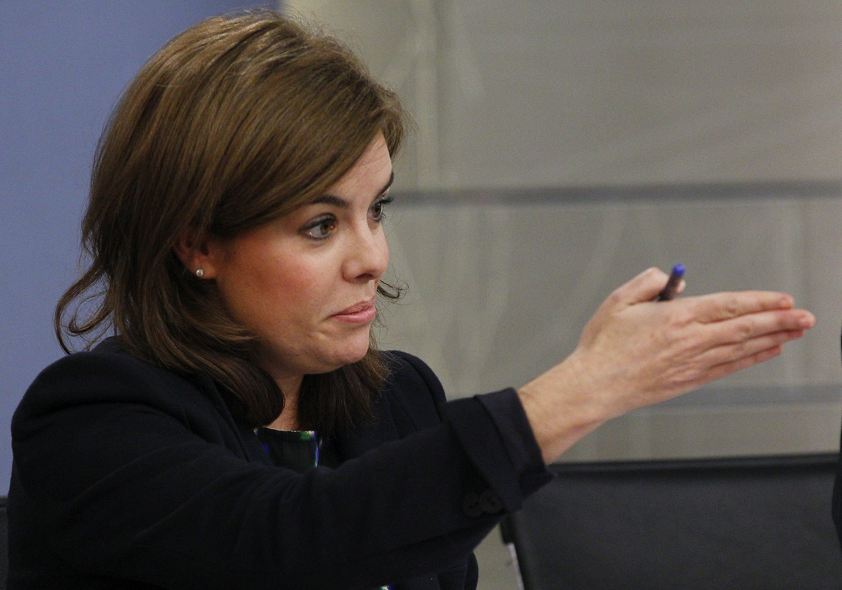 Soraya promete que el Gobierno trabajará por el consenso en la ley del aborto