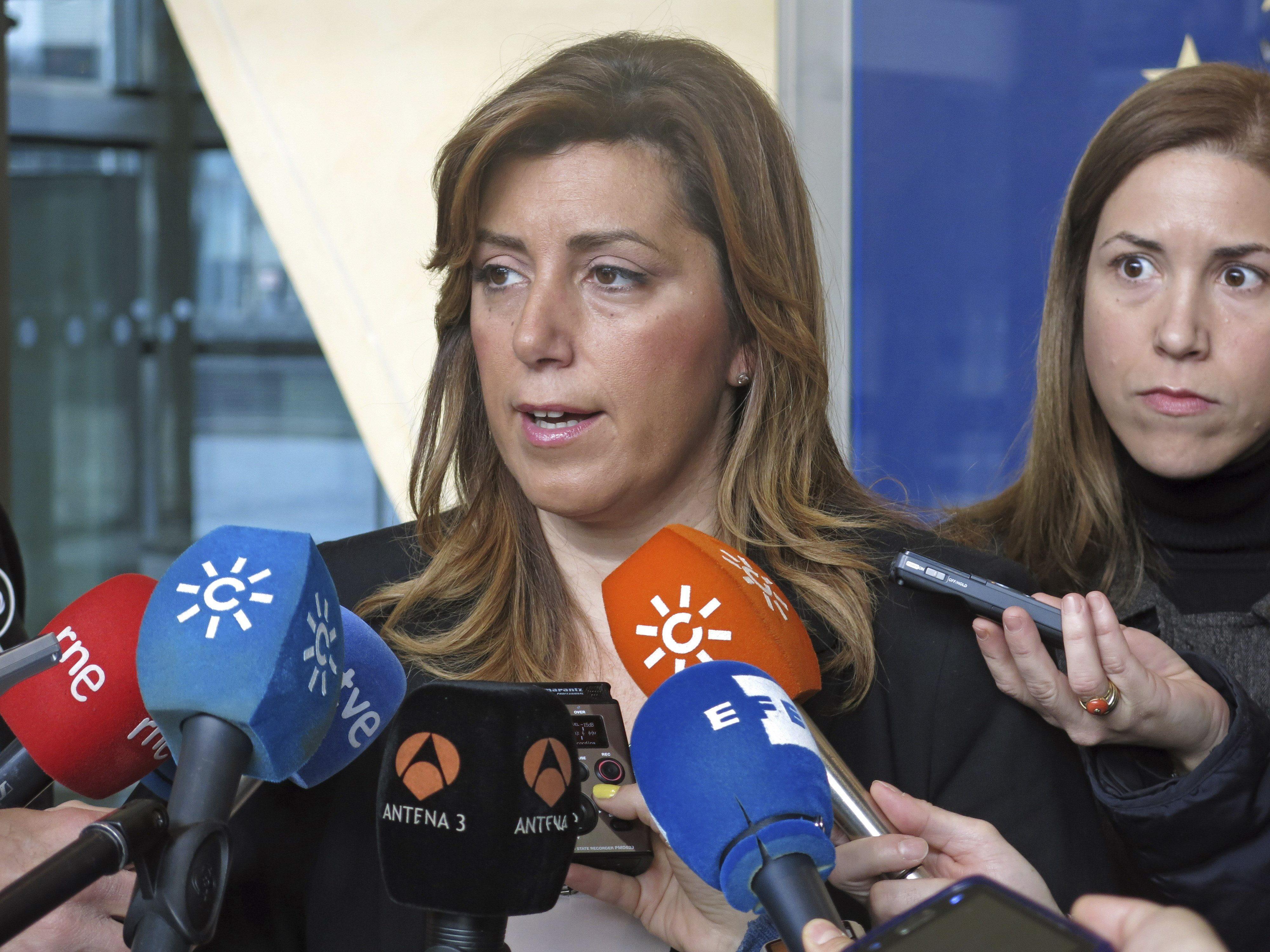 Susana Díaz advierte de que Cataluña es víctima de un choque de trenes