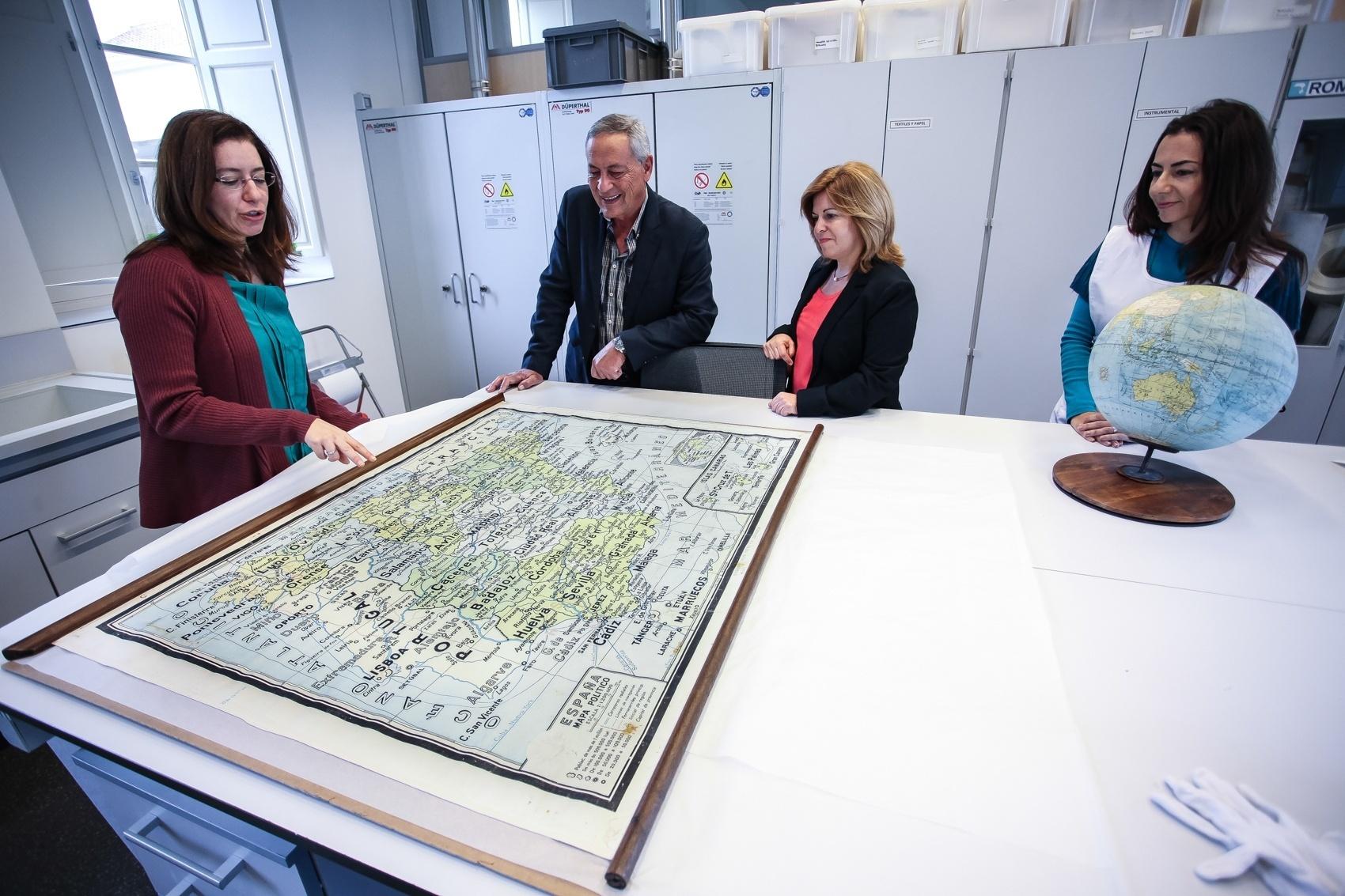 Museos de Tenerife restaura un globo terráqueo y un mapa de España del Espacio Cultural La Vieja Escuela