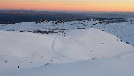 Un centenar de esquiadores estrenan la experiencia »Primeras Huellas» de Sierra Nevada