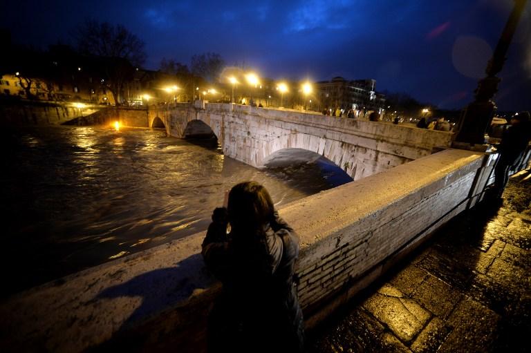 Tres muertos al ser arrastrado su coche por la crecida de un río en Italia