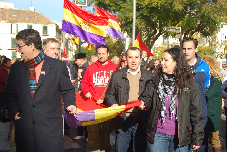 Más de un centenar de personas participan en la marcha convocada para conmemorar la »Desbandá»