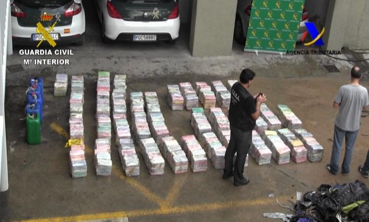 La Guardia Civil incauta 900 kilos de cocaína y detiene a cinco personas