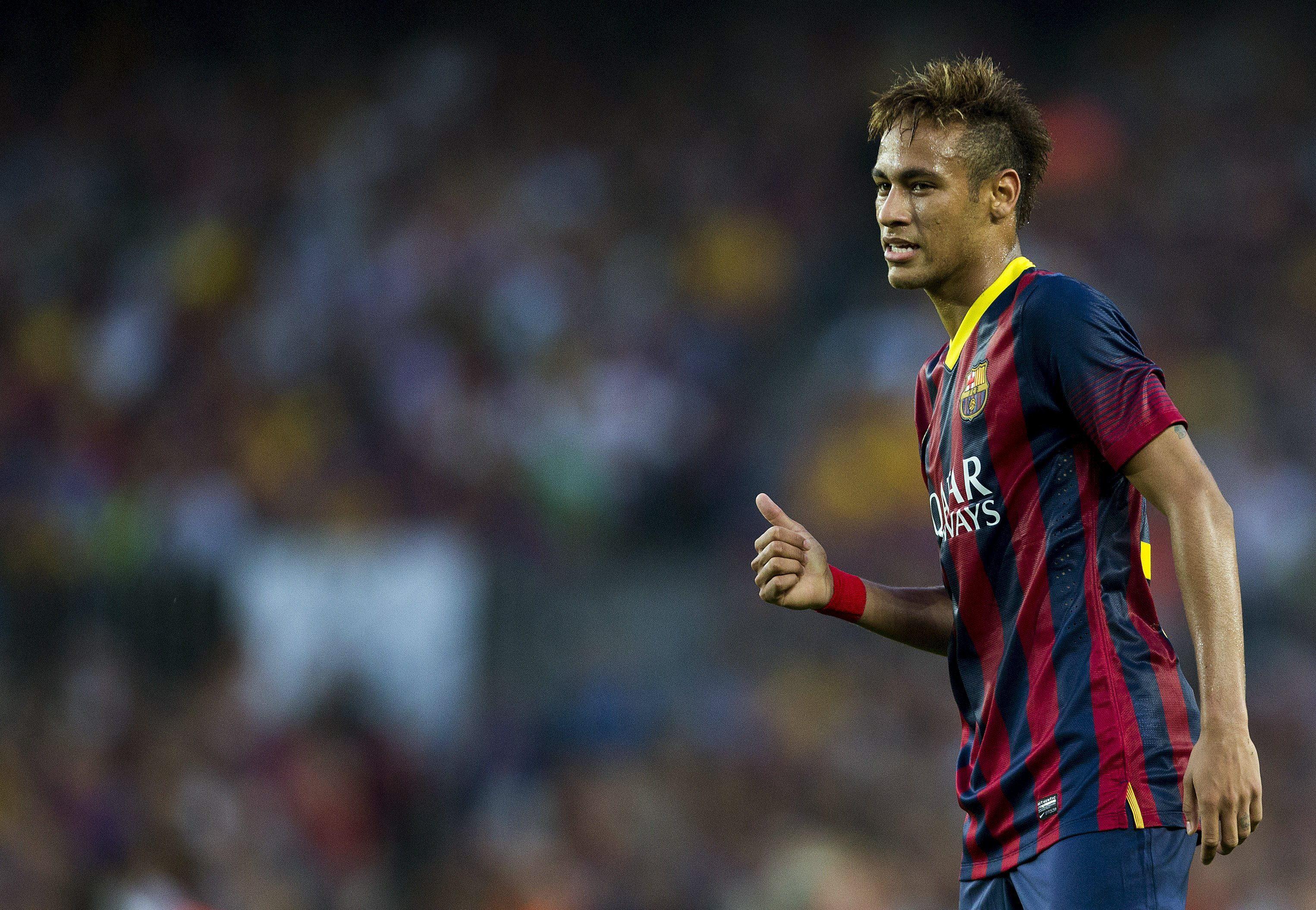 Neymar sale en defensa de su padre y le pide que vuelva a Barcelona