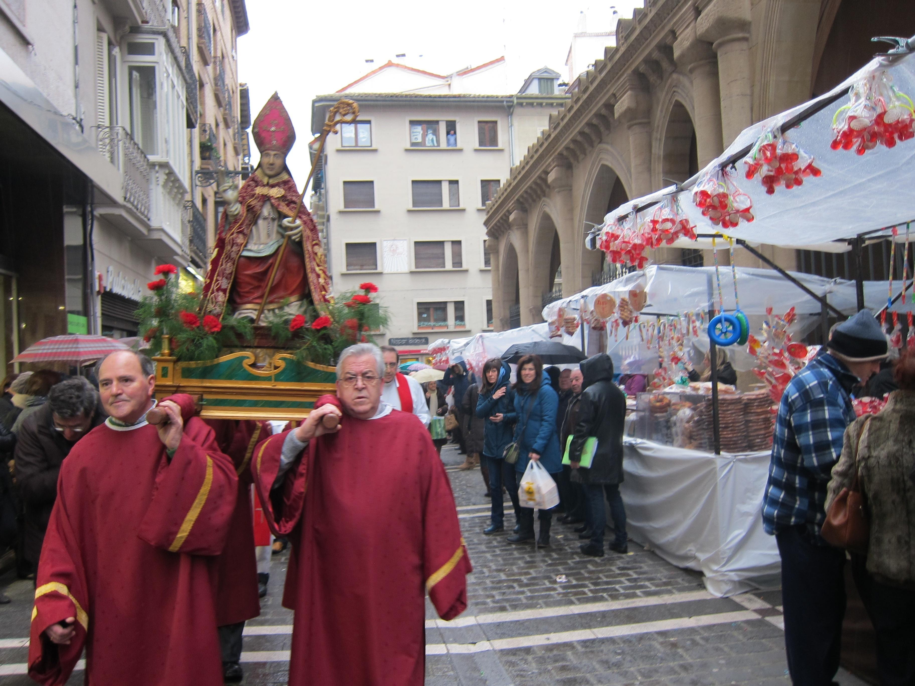 Pamplona celebra la festividad de San Blas con el tradicional mercadillo y la procesión
