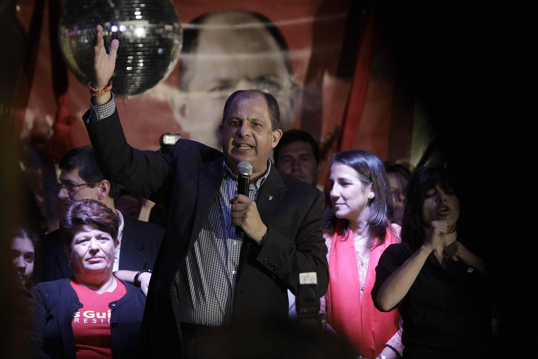 Solís derrota y desafía en la segunda vuelta al oficialista Araya en Costa Rica