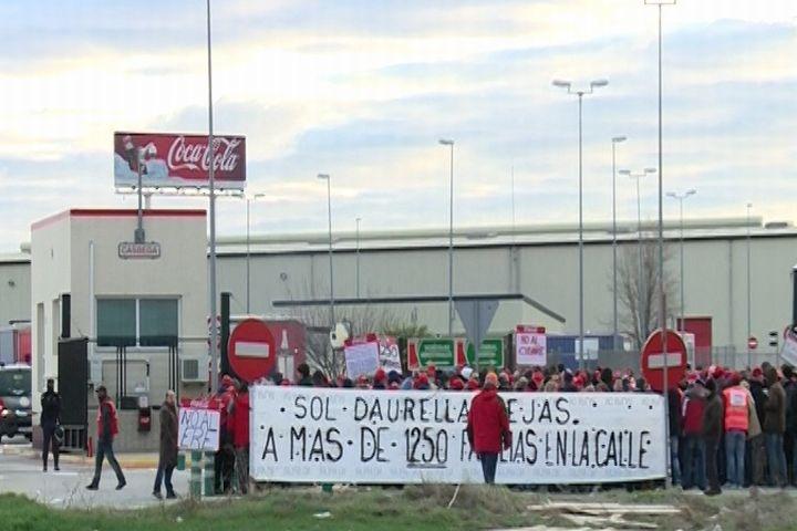 Trabajadores de Coca-Cola en Alicante respaldan al 100% la huelga indefinida y logran frenar la distribución