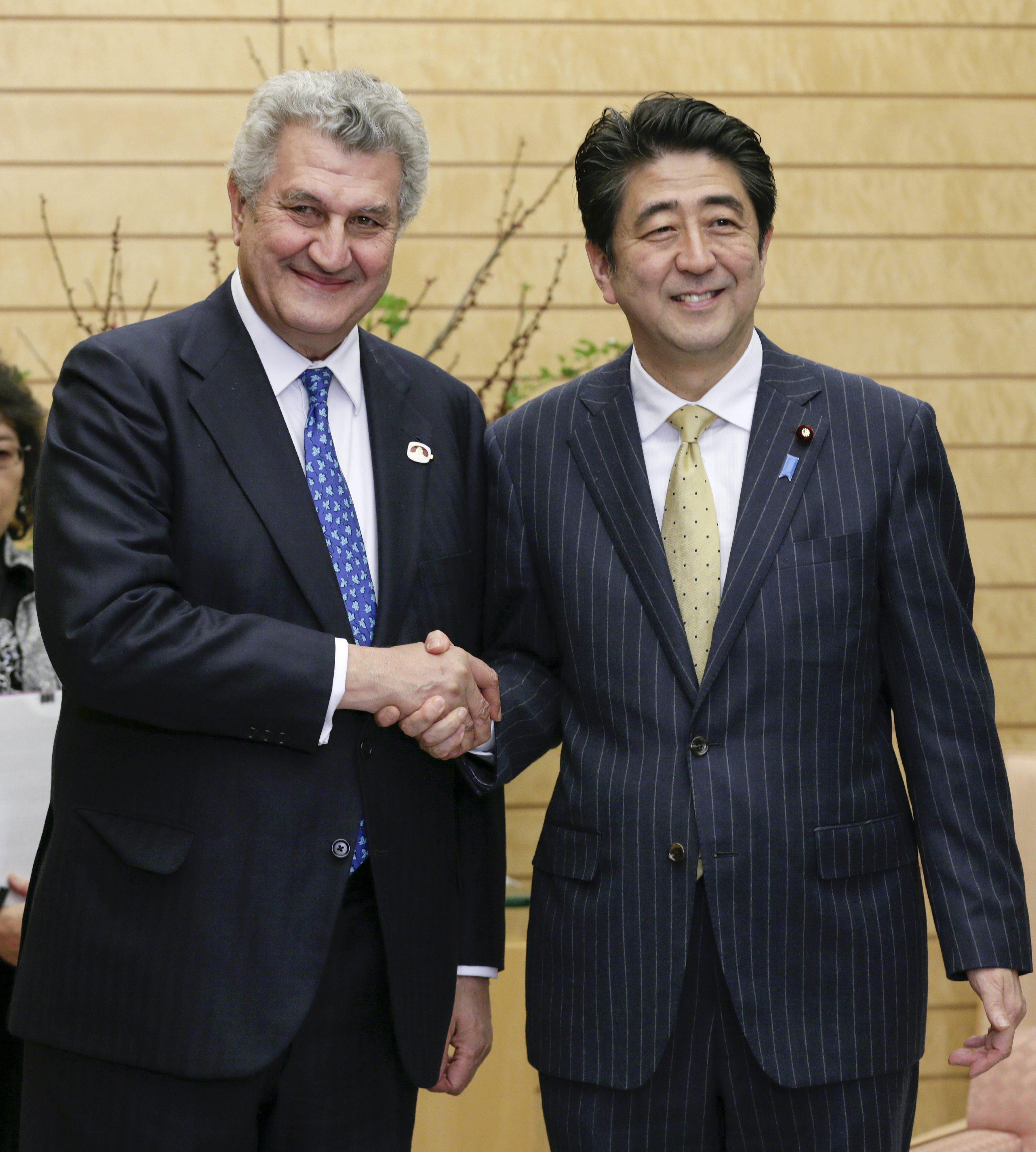 El emperador de Japón recibe en Tokio al presidente del Congreso español