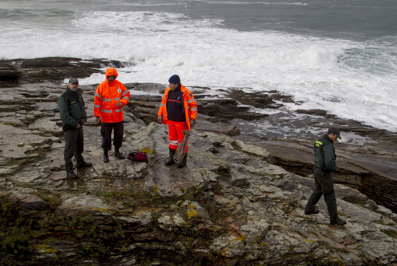 Se reanuda la búsqueda del joven de 15 años engullido por el mar en Foz