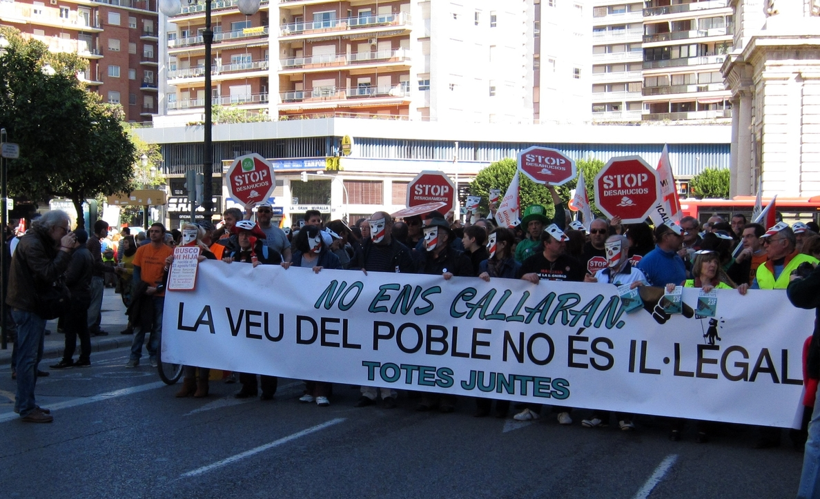 Una manifestación recorre Valencia en defensa de las libertades y contra la represión