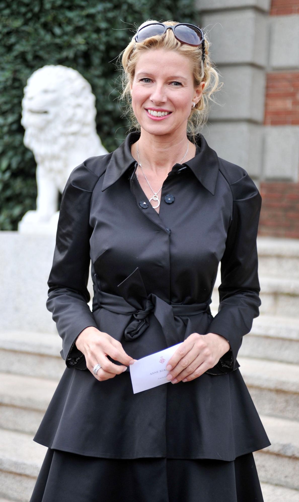 El Ayuntamiento distingue a Anne Igartiburu con el premio »8 de marzo»