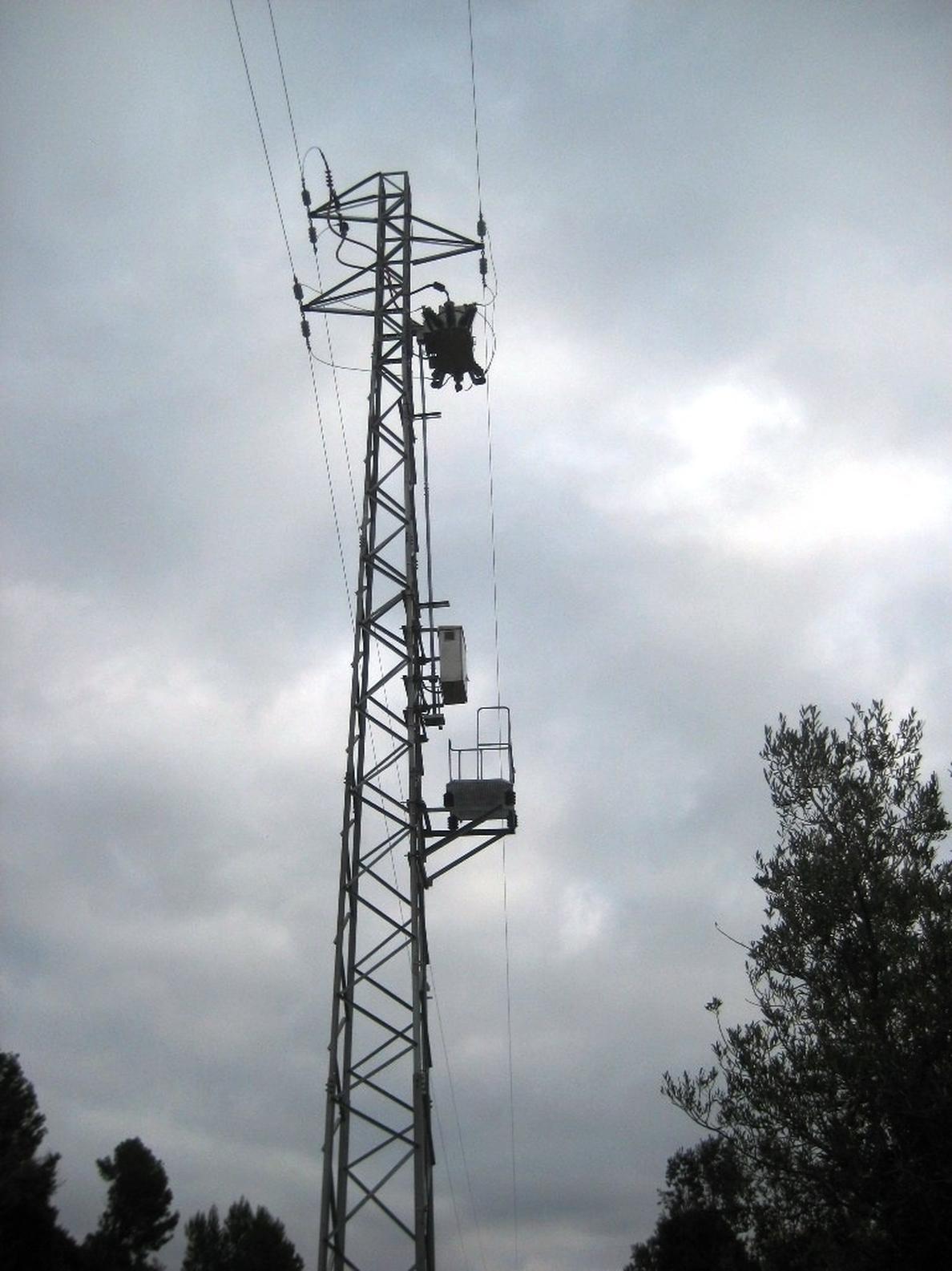 Endesa reforma una línea de media tensión en Albiol (Tarragona) para mejorar la calidad del servicio
