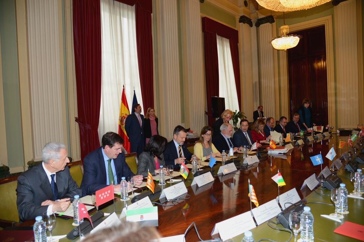 Medio Ambiente suscribe un protocolo con 13 CCAA, entre ellas La Rioja, para la conservación del quebrantahuesos