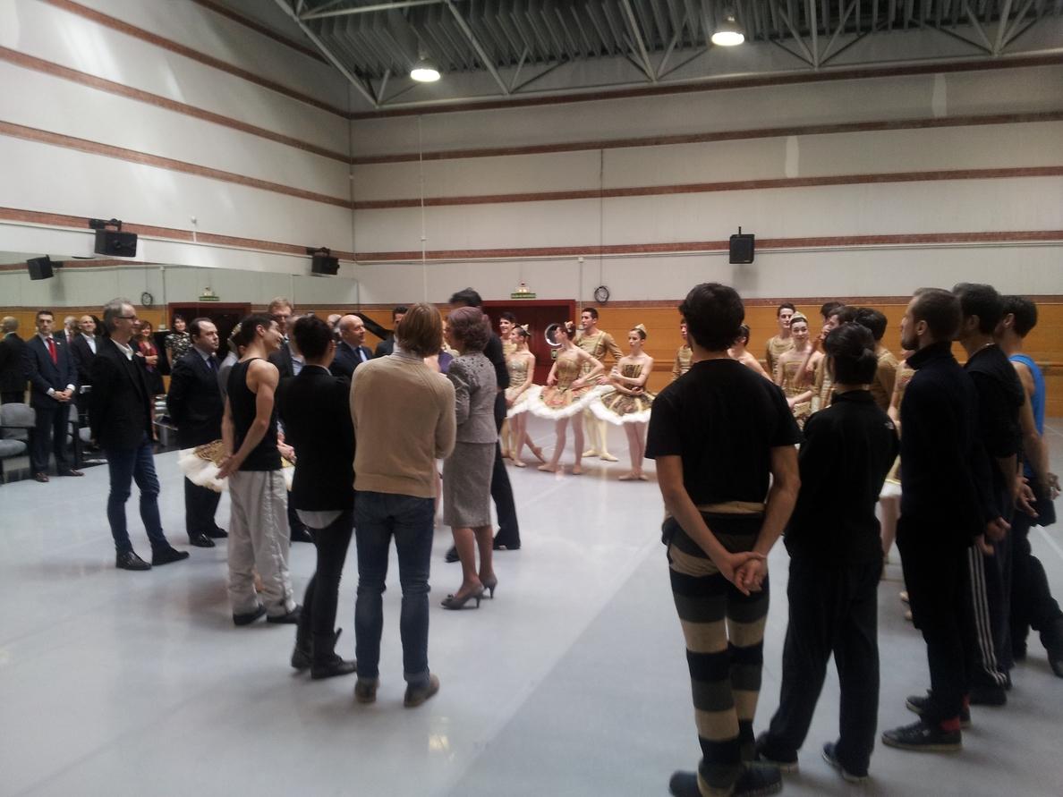 La Reina asiste a los ensayos del Ballet Nacional y la Compañía Nacional de Danza por su 35 aniversario