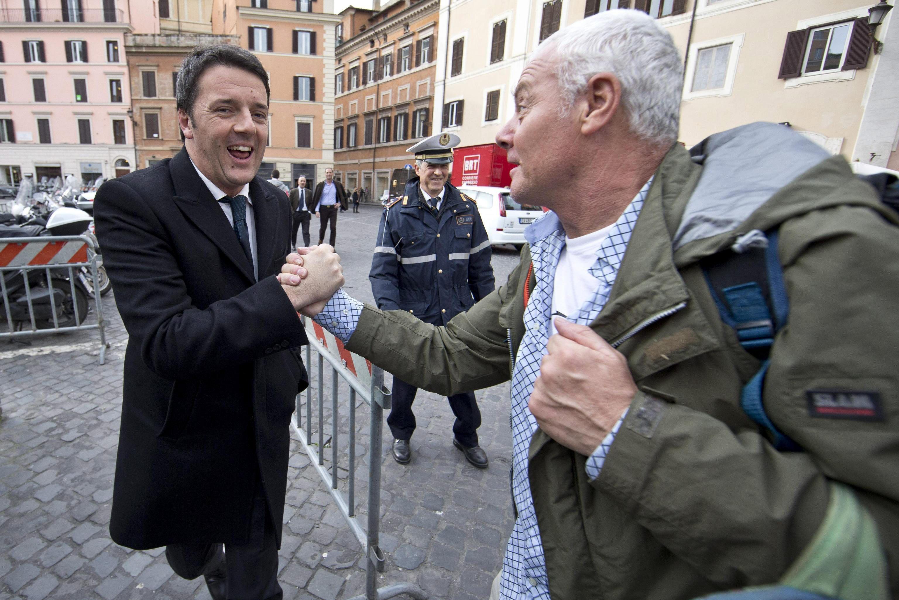 Renzi afronta su investidura con el voto díficil de confianza en el Senado