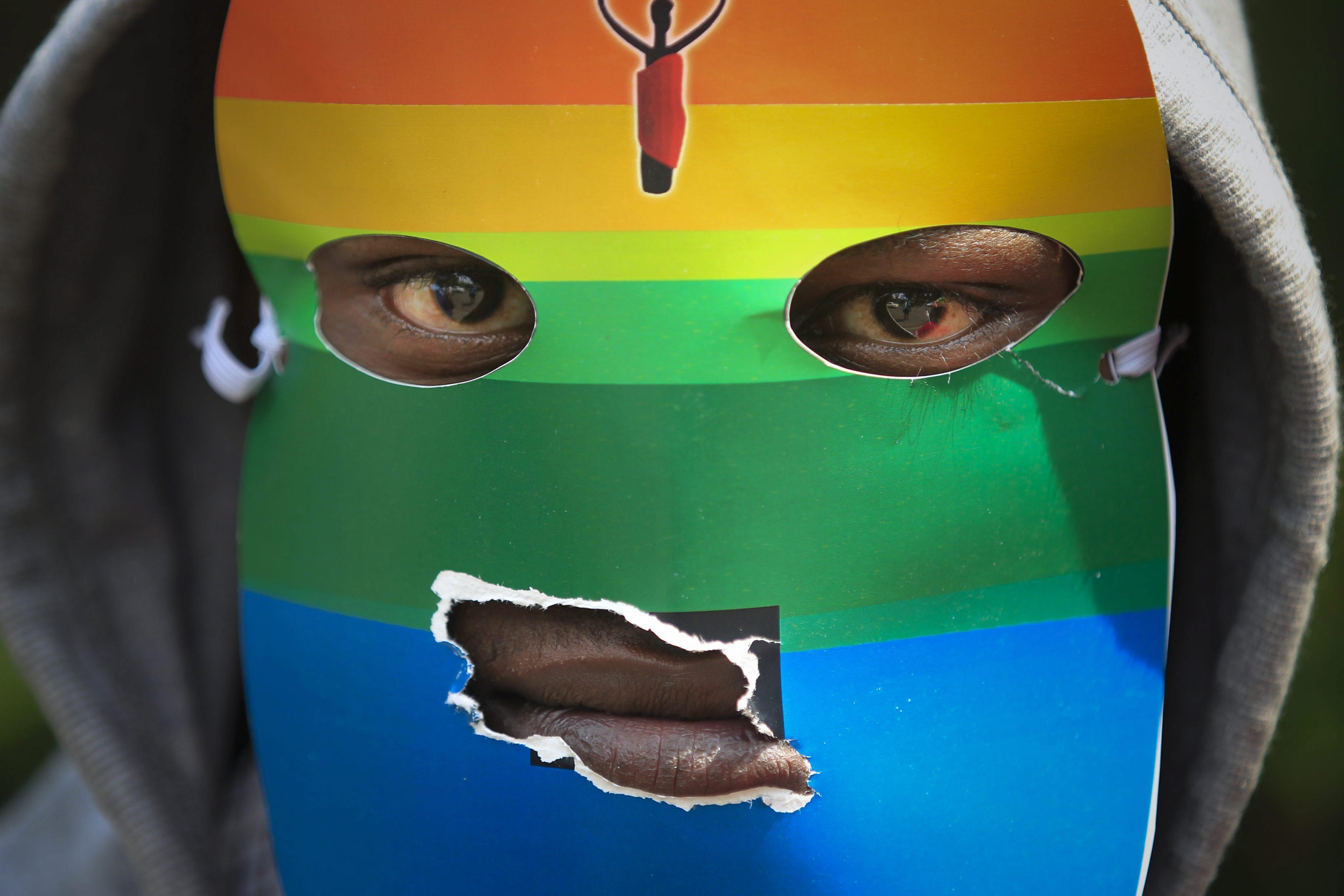 Uganda aprueba la ley que castiga a los homosexuales con cadena perpetua