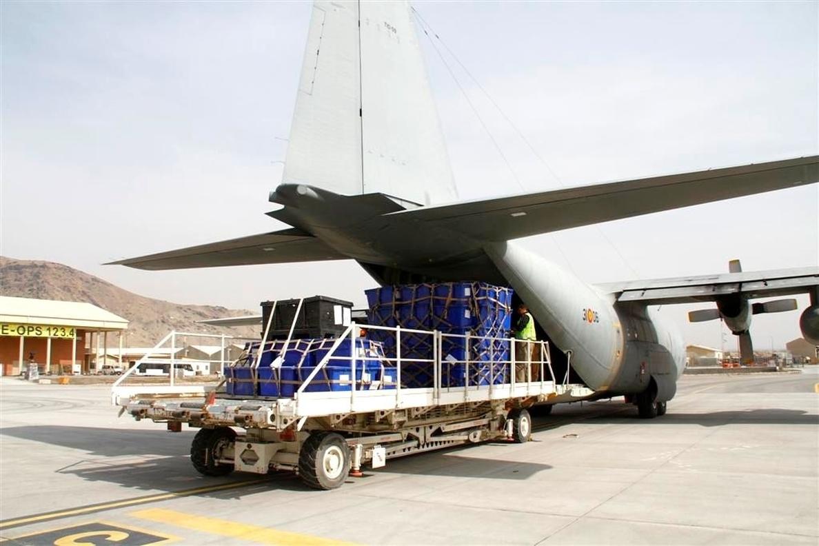 Un avión español ayuda en el traslado de material electoral de Kabul a Herat para los comicios de abril