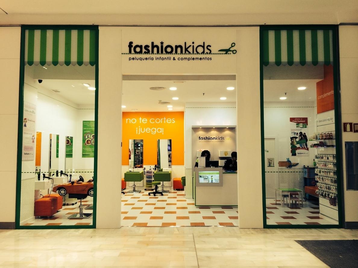 La cadena de peluquerías infantiles FashionKids abre su primer establecimiento de Sevilla en Los Arcos