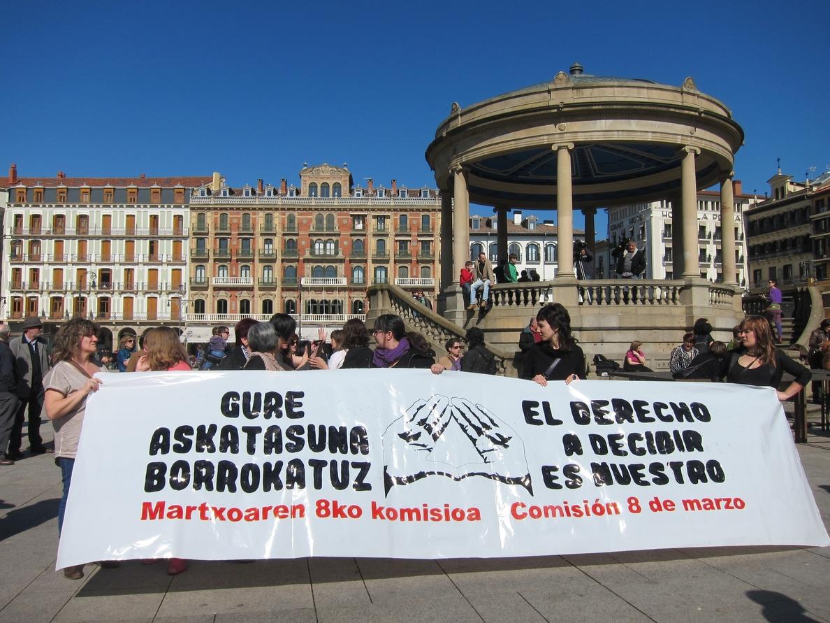 Miles de personas se manifiestan en Pamplona contra el «retroceso» de los derechos de las mujeres
