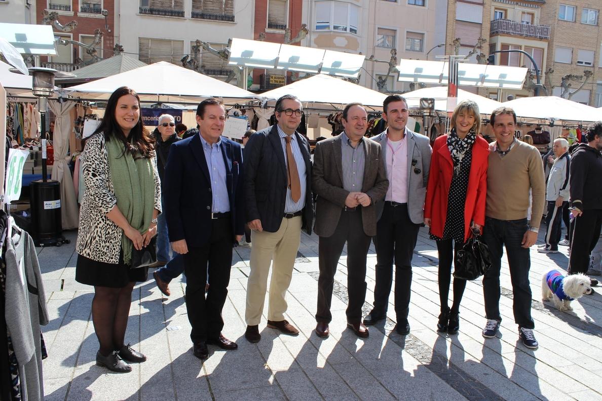 Sanz visita la Feria de oportunidades »Promostock», una iniciativa «que dinamiza la actividad comercial de Calahorra»