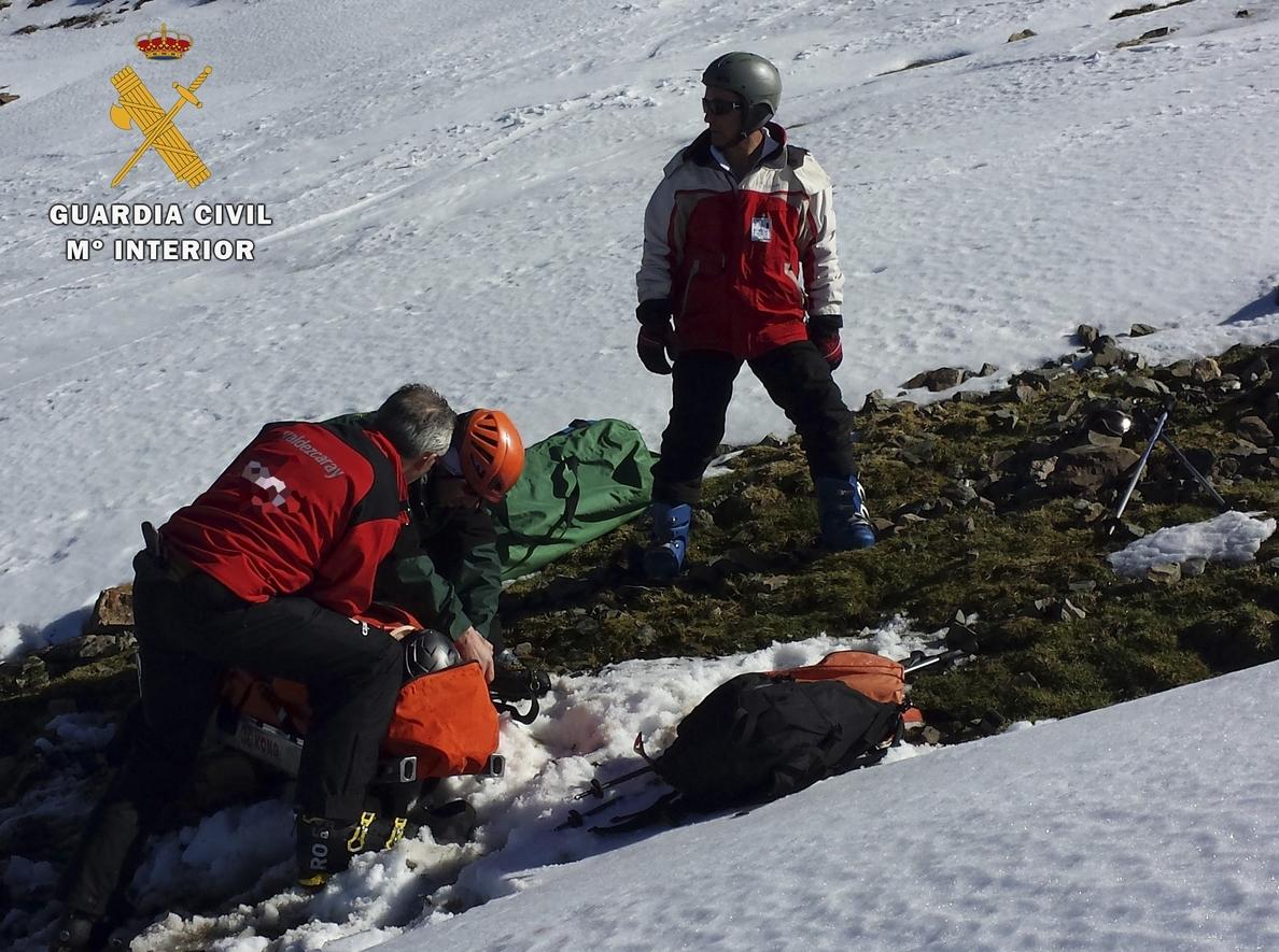 El Servicio de Montaña de la Guardia Civil en La Rioja rescata en los últimos días a un montañero y a un esquiador